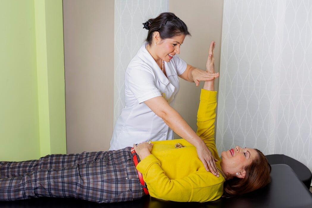 Kinesionlogie Behandlung ganzheitliche Zahnarztpraxis Frau Dr. Tatiana Klauser