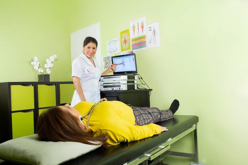 Vitalfeld Behandlung ganzheitliche Zahnarztpraxis Frau Dr. Tatiana Klauser